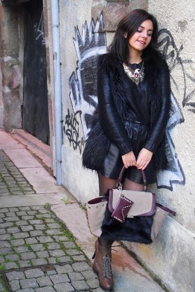 Zara shorts - BLANCO boots - Parfois bag - Zara necklace - Zara vest