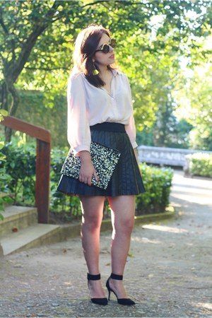 Primark bag - Zara shoes - Freyrs sunglasses - Bershka skirt - H&M blouse
