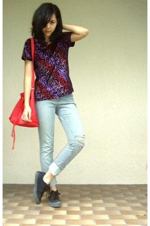 t-shirt - - jeans -