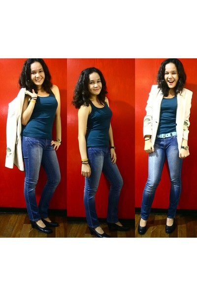blue Mango top - blue jeans - black shoes - beige blazer - blue belt