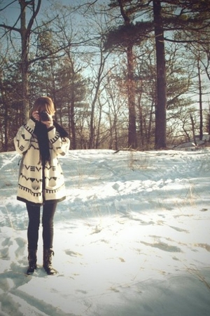 white vintage sweater - black American Apparel leggings - black sporto boots