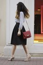 Heather-gray-black-and-white-h-m-shirt-ruby-red-mango-bag