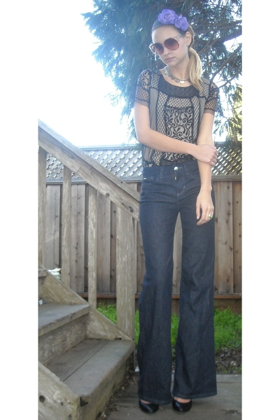 blue joes jeans - black Urban Outfitters shoes - black Urban Outfitters shirt