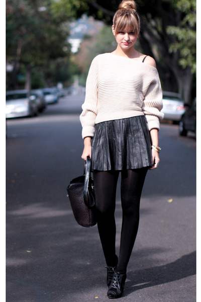 black Zara skirt - beige nastygal sweater