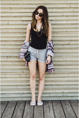 cotton DIY shorts - aztec print H&M shoes - cotton H&M top