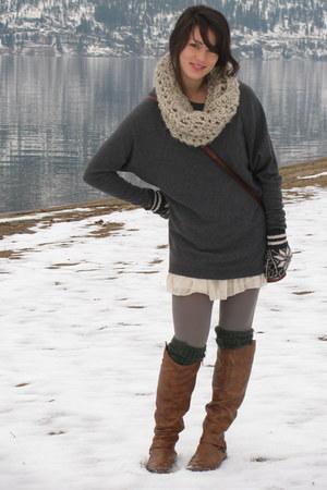 tan handmade scarf - moms closet bag - forest green H&M socks