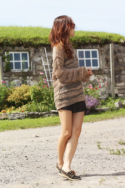 tan Urban Outfitters sweater - black faux leather Aritzia shorts