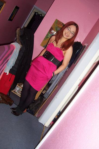 Розовое Платье И Черные Туфли