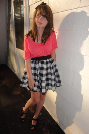 salmon loose Aerie t-shirt - checkered Forever 21 skirt - satin Betsey Johnson h