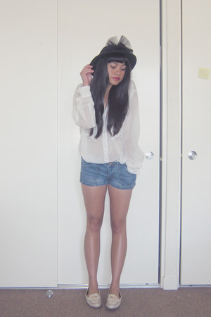 black wool vintage hat - white chiffon American Apparel shirt