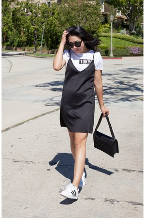 Zara dress - Chanel bag - Karen Walker sunglasses - Adidas sneakers