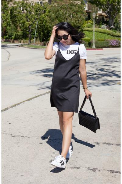 Zara dress - Chanel bag - Karen Walker sunglasses - Adidas sneakers