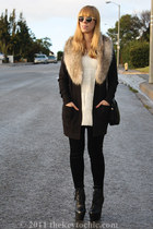 faux fur H&M scarf - collosul Steve Madden boots - i magnin thrifted vintage bag