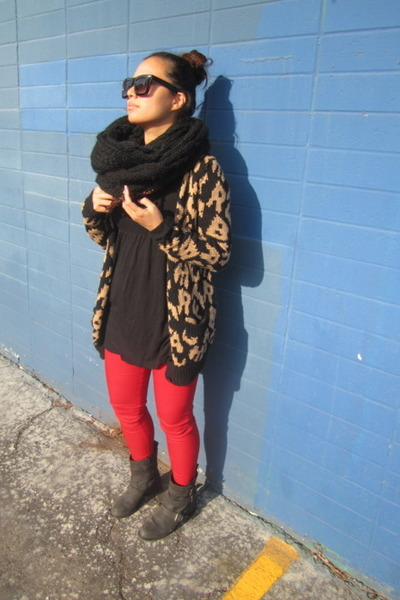 Nordstrom jeans - madewell boots - Forever21 shirt - UO scarf - Jcrew necklace