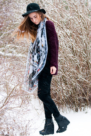 black Monki hat - black acne jeans - deep purple GINA TRICOT sweater