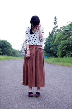 gold dr rings necklace - ivory top - tawny leather belt - brown maxi skirt - bla
