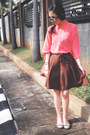 Light-pink-shoes-brown-bag-dark-brown-short-skirt-pants-bronze-top-bubbl