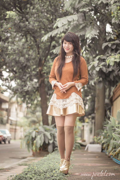 tawny lace Rosegal sweater - gold faux leather romwe skirt