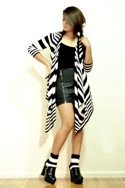 Forever 21 cardigan - black Forever 21 skirt - random brand socks - black Bamboo