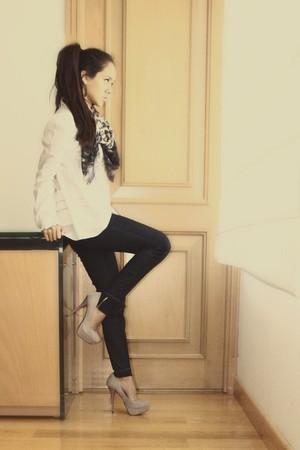 silver Steve Madden shoes - black jeans - white Joss blouse - silver rapsodia sc