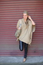 beige poncho H&M top - brown Primark shoes - brown faux fur old River Island bag