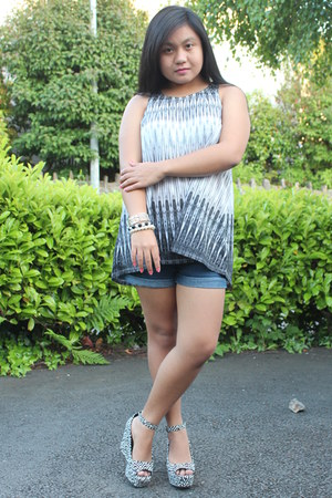 black black and white H&M top - navy denim Primark shorts