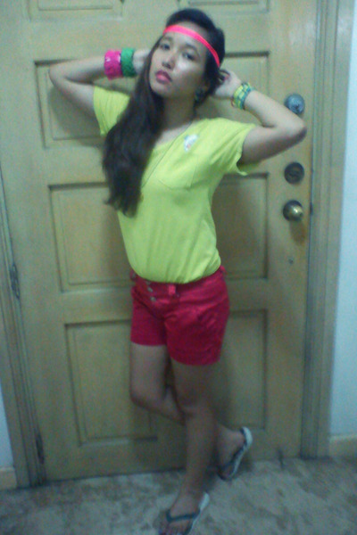 hot pink satin shorts - chartreuse cotton shirt - ivory uaap Havaianas flats