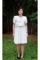 white vintage dress - black Nine West heels