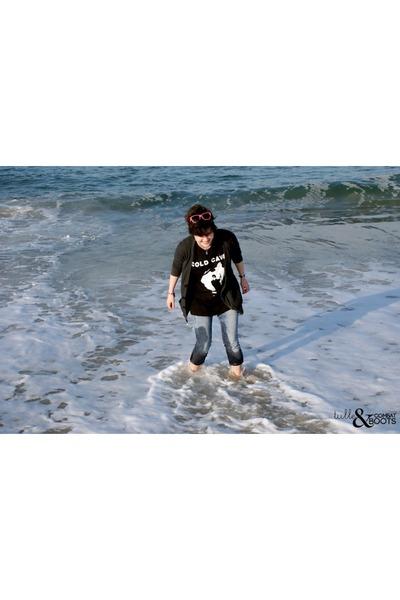 blue BDG jeans - hot pink sunglasses - black band t-shirt t-shirt - dark gray Am