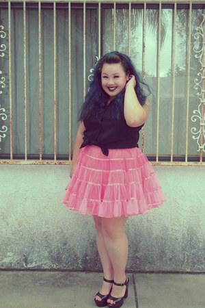 black blouse - hot pink skirt - black heels