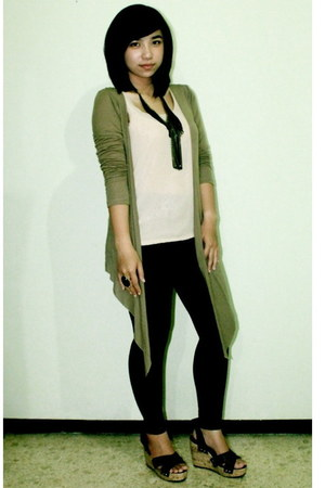 black unbranded leggings - beige unbranded shirt - black prusias accessories - b