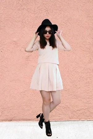 matching skirt - boots - wool hat - sunglasses - matching top