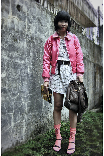 hot pink krny jacket - white Graphis top - dark gray belt - salmon sky socks - b