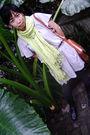 Green-scarf-gray-magnolia-top-gray-bianca-maria-stockings-gray-sox-gallery