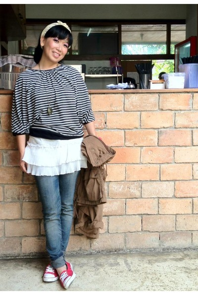 white Magnolia top - blue Sixty jeans - brown H&M jacket