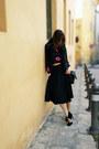 Zara-bag-hm-top-zara-heels-gaudi-vest-zara-skirt