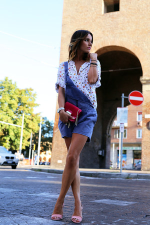 leather Furla bag - cotton Scotch & Soda shorts