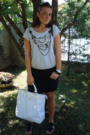 gray H&M t-shirt - black tezenis skirt - black no brand shoes - black H&M earrin