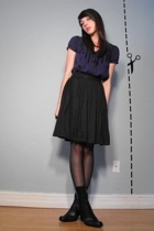 vintage pleated school girl skirt - Lux blue top - Nine West Boots