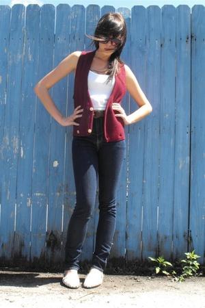 vest - t-shirt - jeans
