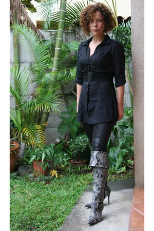 silver GoMax boots - black blouse - black leggings - black MNG belt