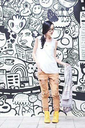 white ripped Forever 21 jeans - white hotdog Taobao socks
