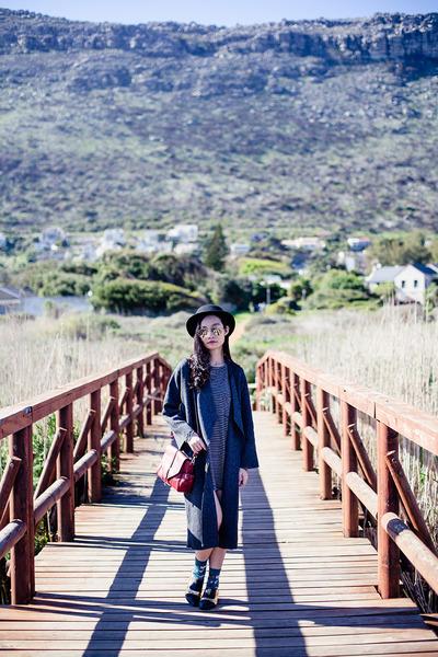 gray knit Zara coat - brick red satchel Dressgal bag