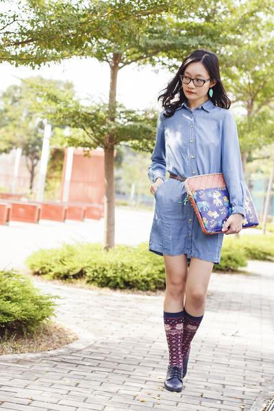 blue denim Uniqlo dress - blue tribal Fossil bag