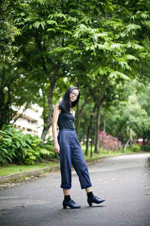 navy vintage pants - black bratop Uniqlo top
