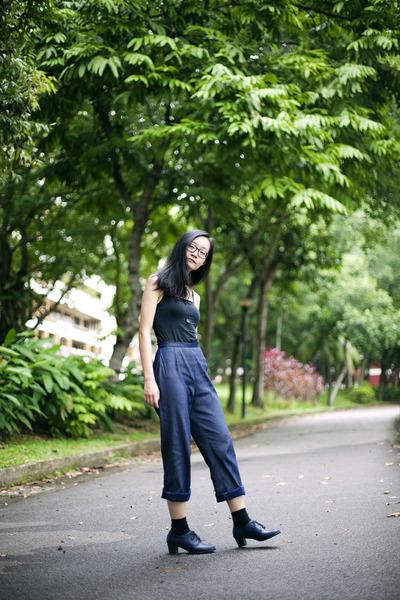 navy vintage pants - black bratop Uniqlo top
