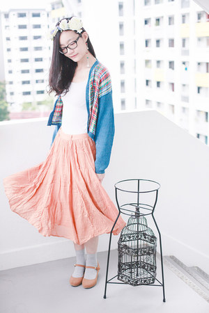 white airism Uniqlo top - light pink midi Forever 21 skirt