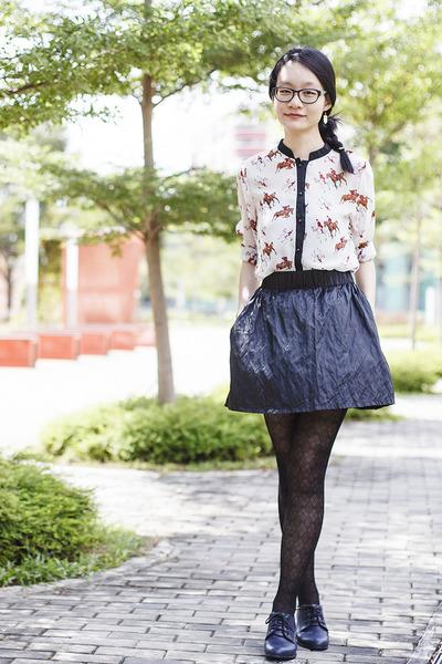 black horse print YRBfashion blouse - black black frame Gap glasses