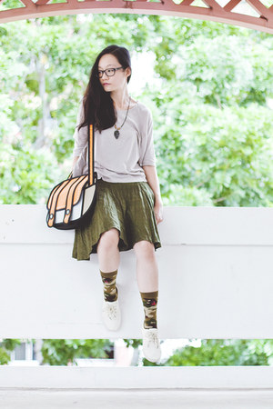 green flare Bugis Village skirt - olive green camouflage stance socks