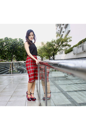 red plaid Avenue skirt - dark brown alma Louis Vuitton bag